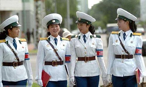 Kuzey Kore'deki Kadın Trafik Polisleri