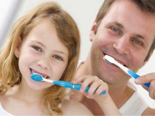 Dişlerinizi Günde 2 Defa Fırçalayın