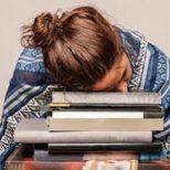 Kitap Okurken Neden Uykumuz Gelir?